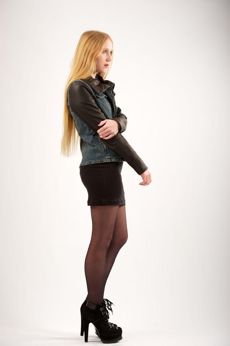 Узкая короткая юбка в сочетании с ...